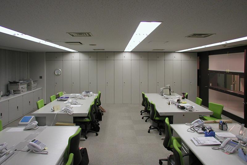 オフィス移転工事 福岡県福岡市中央区大名の事例来訪者からワークスペースが見えるオフィス