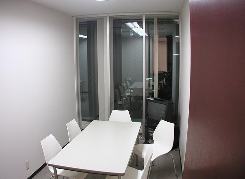 オフィス移転工事 福岡県福岡市中央区大名の事例応接室1入口からの眺め