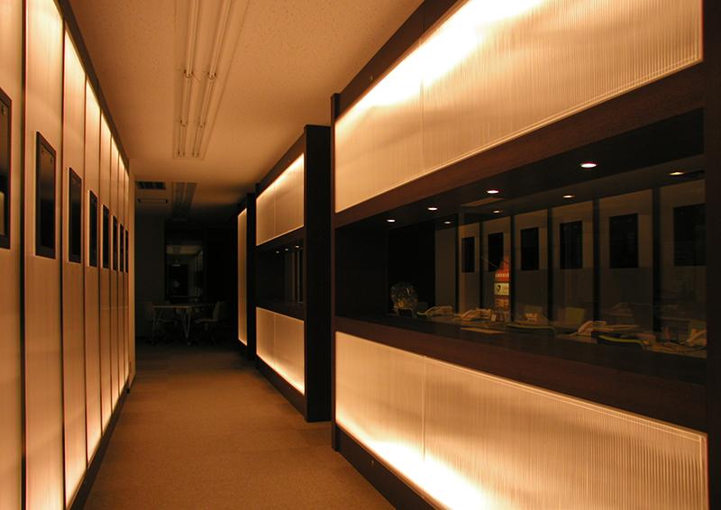 オフィス移転工事 福岡県福岡市中央区大名の事例行灯の明かりのようなオフィスエントランスの眺め