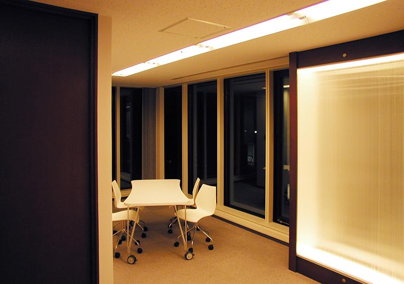 オフィス移転工事 福岡県福岡市中央区大名の事例エントランスホール奥にあるリフレッシュスペース
