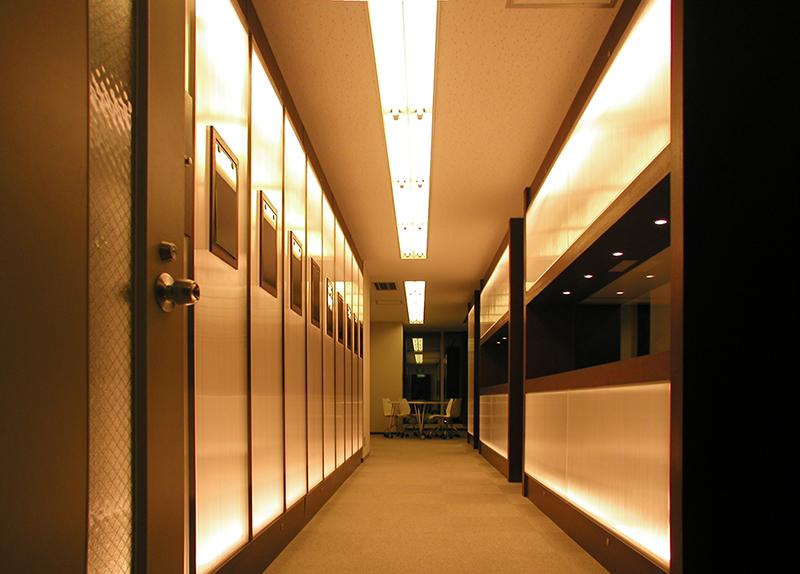 オフィス移転工事 福岡県福岡市中央区大名の事例共用エレベーターホールからエントランスホールの眺め