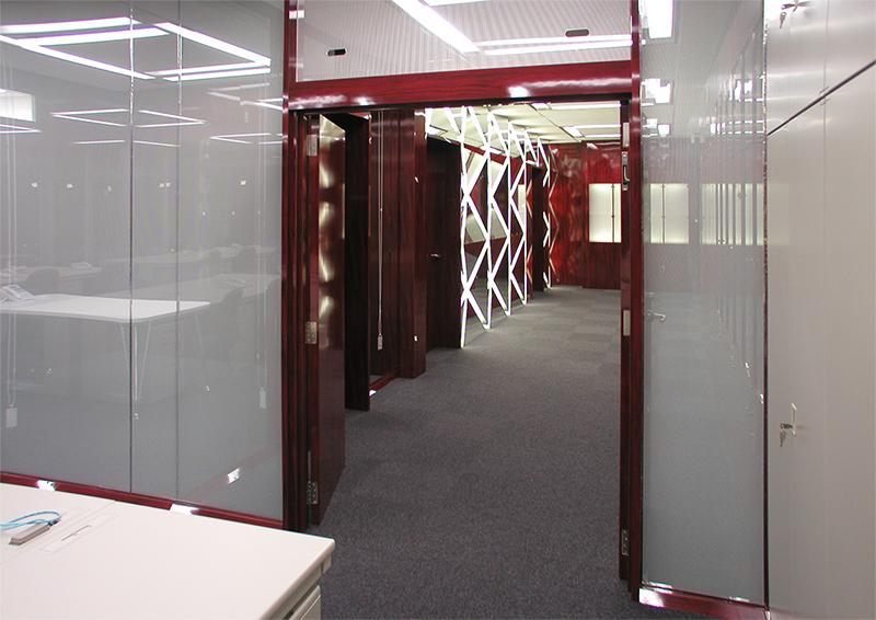 事務室からエントランスホールへの眺め デザインオフィス事例