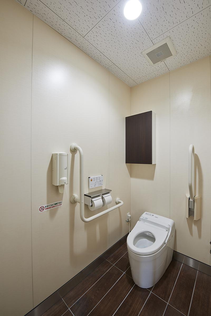 ロードサイド店舗 店内トイレ福祉のまちづくり条例が適用されたトイレ