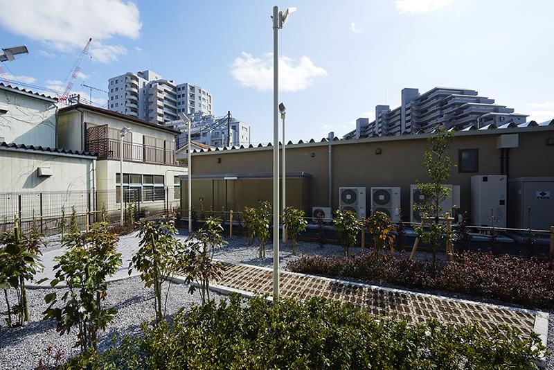 ロードサイド店舗 緑化条例板橋区緑化条例による敷地内緑化