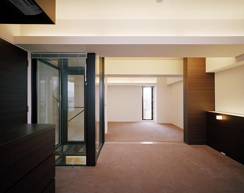 住宅内装デザイン事例 ベッドルーム主寝室 マンション スケルトン内装デザイン実例光庭を通して客間とつながるベッドルーム