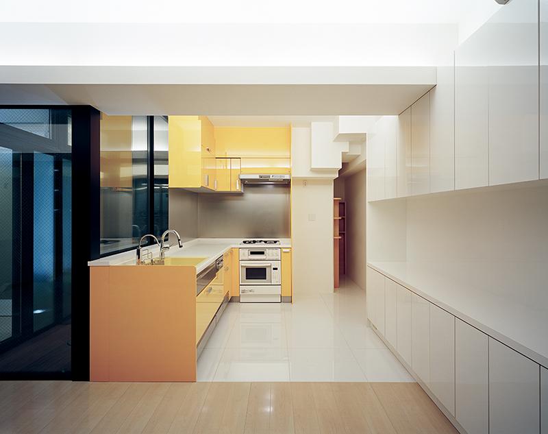 住宅内装デザイン事例 マンション スケルトン内装デザイン実例ダイニングからキッチンを眺める