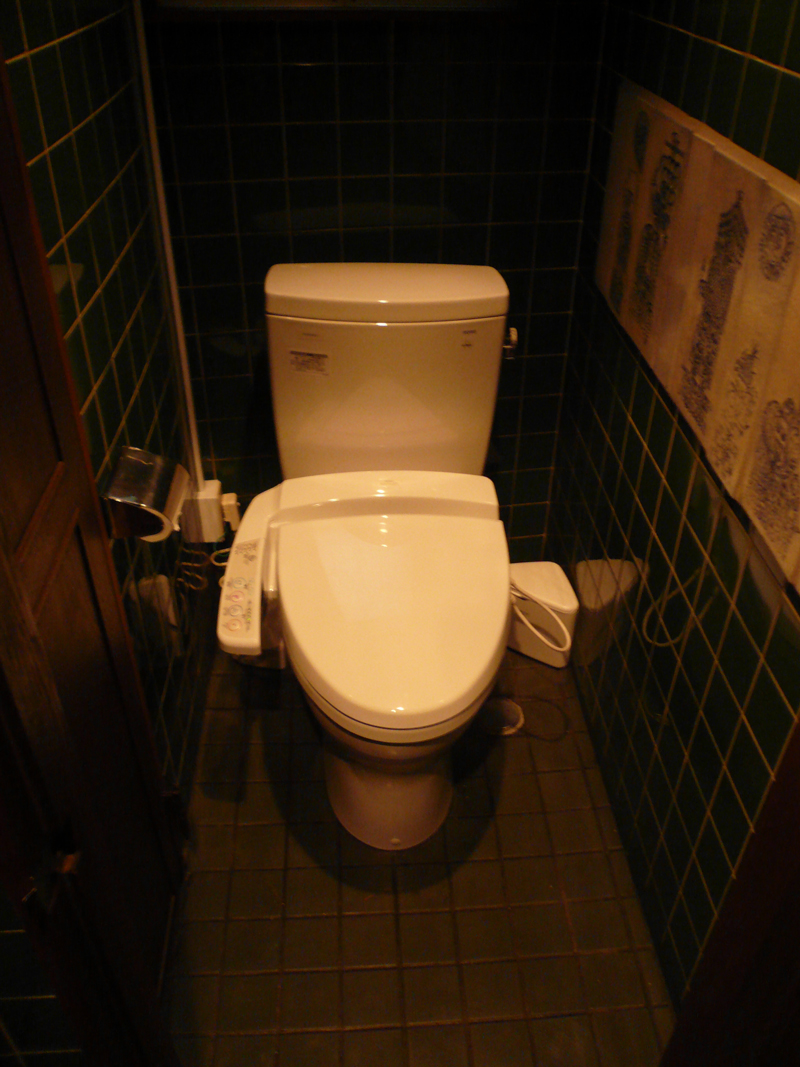 レストラン店舗 トイレ改修設計のポイント その1トイレ便器衛生陶器交換