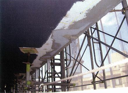 左官工事 廊下手摺支柱取付後 天井下塗り補修状況