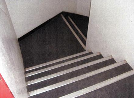 防水工事 階段室床長尺シート 施工完了状況