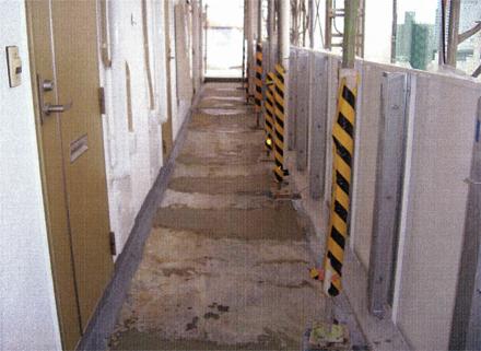 左官工事 廊下床不陸補修仕上げ 下塗り状況