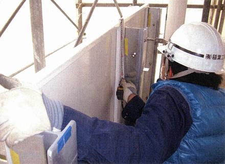 金属工事 各階廊下手摺 パネル取付 施工状況