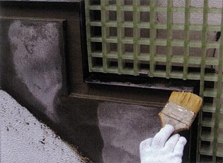 左官工事 205号事務室アプローチ階段手摺取付後 外壁補修状況