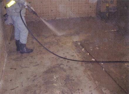 左官工事 1階テナント床 既存土間コンクリート高圧洗浄施工状況