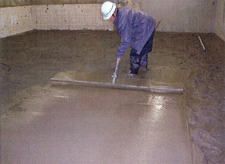 左官工事 1階テナント床 土間コンクリート打設状況