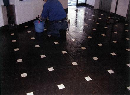 石 タイル工事 サブエントランス床 タイル洗い施工状況