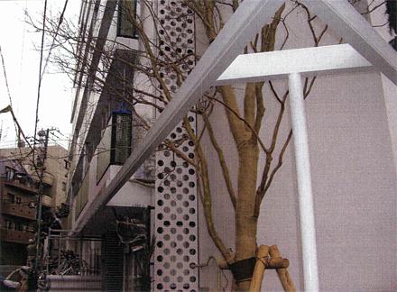 塗装工事 植栽帯周囲鉄骨フレーム 錆止めローラー塗り施工完了