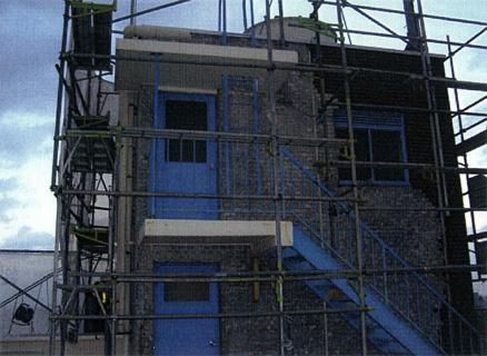 解体工屋上外壁タイル剥し 施工状況
