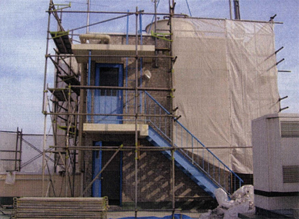 解体工事 屋上外壁タイル剥し 施工状況