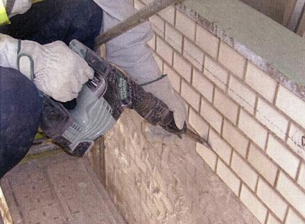 解体工事 バルコニー外壁タイル剥し 施工状況