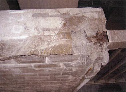 解体工事 バルコニー手摺壁 モルタル笠木 カッター入れ前状況
