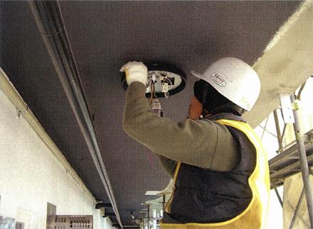 電気設備工事 新規廊下照明器具取付 施工状況
