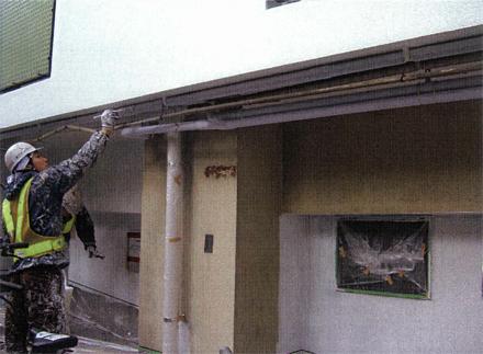 塗装工事 1階外壁 ベランダ下設備配管 塗装状況