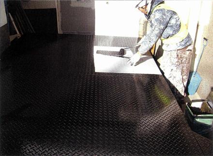 塗装工事 エントランス脇 駐車パレット塗装状況