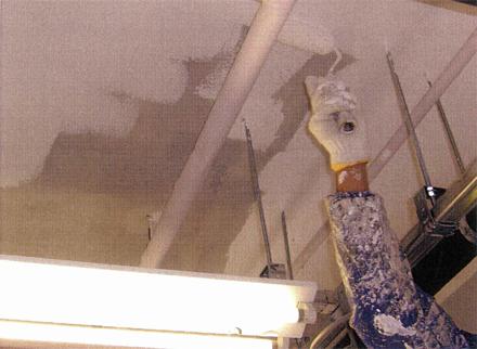 塗装工事 1階テナント壁天井 塗装状況