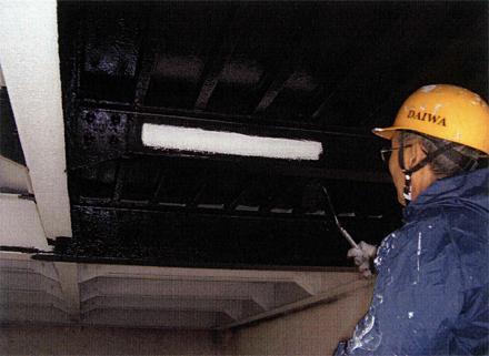 塗装工事 駐車場鉄骨部分 塗装状況