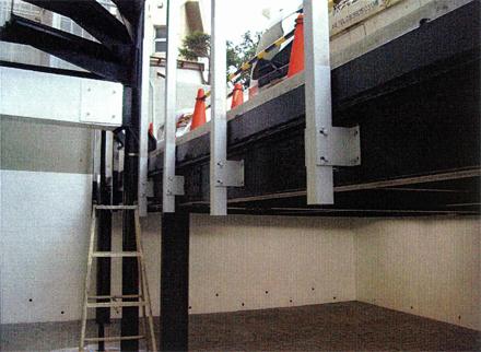 塗装工事 駐車所手摺鉄骨部分 塗装状況