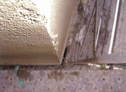 左官工事 エレベーター/階段室外壁 外壁タイル剥し後 塗装下地不陸調整 コーナー部補修