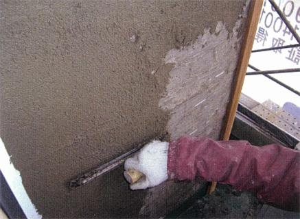 左官工事 エレベーター/階段室外壁 外壁タイル剥し後 塗装下地不陸調整 下塗り状況