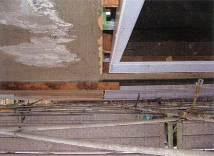 左官工事 バルコニー手摺壁 外壁タイル剥し後 塗装下地不陸調整 下塗り状況