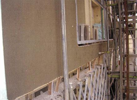 左官工事 バルコニー手摺壁 外壁タイル剥し後 塗装下地不陸調整 中塗り状況
