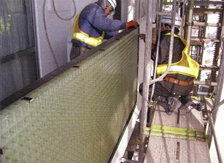 金属工事 バルコニー手摺 FRPグレーチングパネル 施工状況
