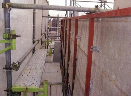 金属工事 バルコニー側パラペット周囲 アルミパネル鉄骨下地 施工状況