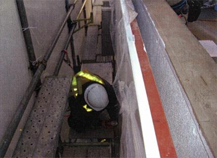 金属工事 バルコニー側パラペット周囲 アルミパネル施工状況