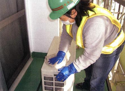 雑工事 エアコン室外機 清掃状況