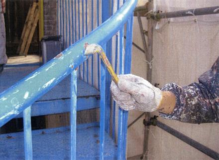 塗装工事 鉄骨螺旋階段 浮き・剥がれケレン 施工状況