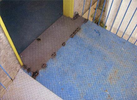 金属工事 螺旋階段床 貼り替え完了