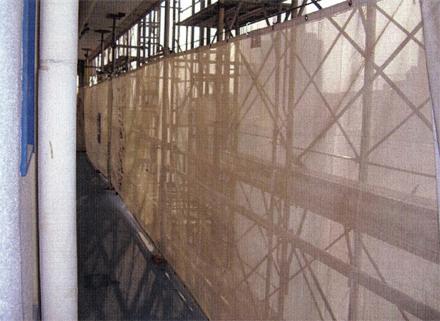 仮設工事 各階廊下躯体手摺 解体用養生シート張り 施工状況