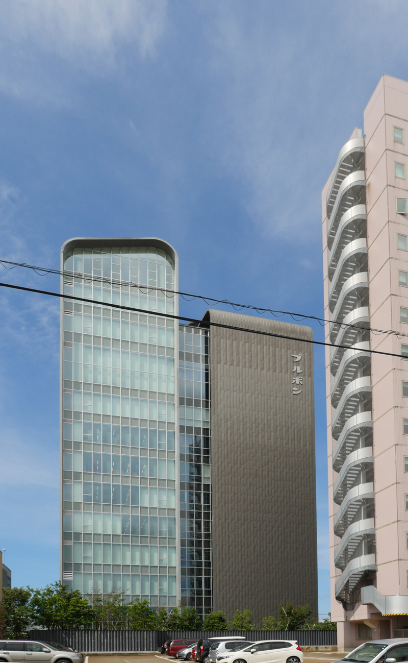 片岡直樹の建もの探訪|ブルボン本社ビル外観近影