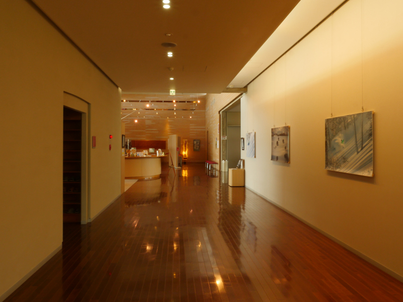片岡直樹の建もの探訪|ゑしんの里記念館ホワイエ