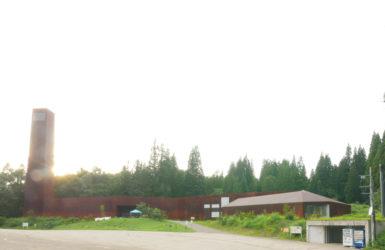 片岡直樹の建もの探訪|越後松之山「森の学校」キョロロ