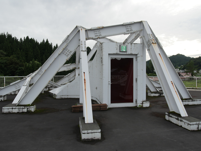 片岡直樹の建もの探訪|まつだい「農舞台」屋上階段棟屋