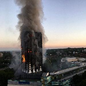 火災と外断熱  2017年6月グレンフェル・タワーのロンドン火災 2015年2月ドバイの超高層住宅ザ・トーチ 2010年11月上海高層住宅 2009年2月中国北京テレビ文化センターTCVV 外断熱仕様の中高層ビルでの外壁材火災事例 外断熱設計は、雨仕舞設計・断熱設計・防火設計など高度な設計技術が必要な仕様です。日本での起こる可能性について考えてみました。
