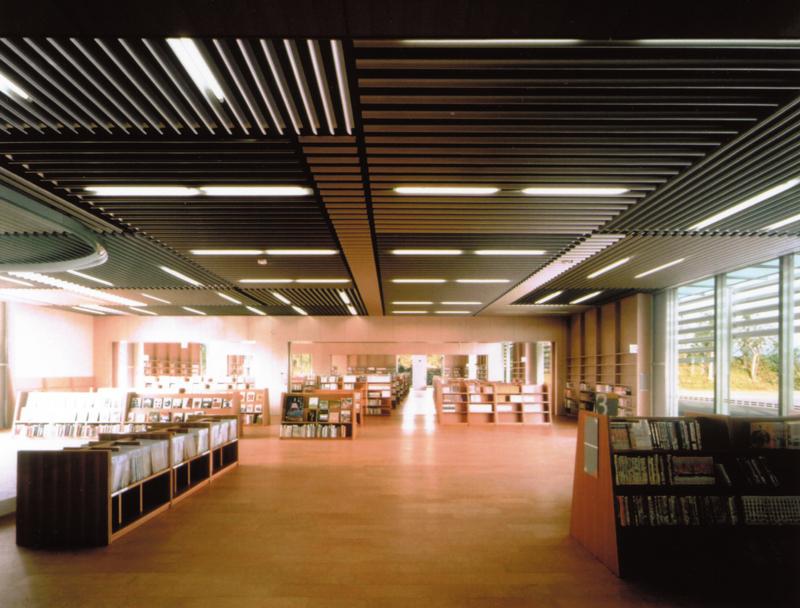 北川原温時代に監理担当した図書館美術館図書館内観