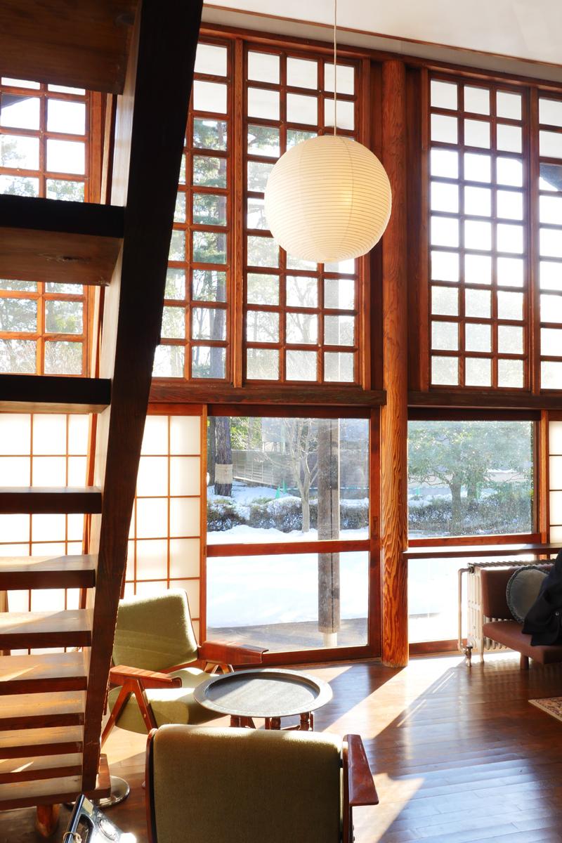 前川国男邸|リビング階段したから南庭の眺め|江戸東京たてもの園