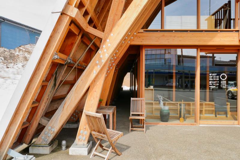 片岡直樹の建もの探訪|いこて十日町産業交流発信館軒下空間