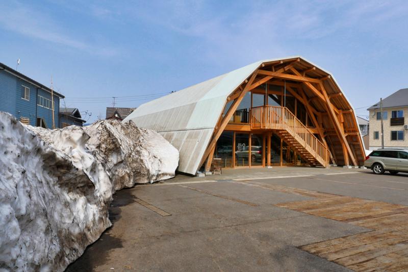 片岡直樹の建もの探訪|いこて十日町産業交流発信館残雪とファサード